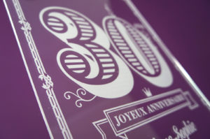 plaque plexiglas personnalisée pour anniversaire